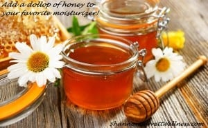Honey in glass jar pic